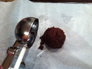Use an ice cream scoop leveled off to creat uniform portions of cake pop filling